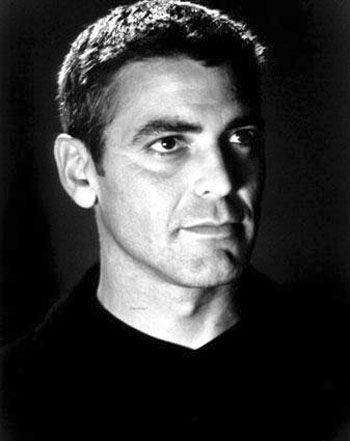 George Clooney  Peki ya 1997 yılında 'Yaşayan En Seksi Erkek' ünvanına sahip olduğunu duymuş muydunuz? Seçen tabii ki People Dergisi...